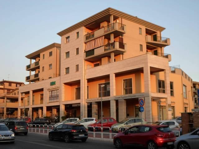Appartamento in ottime condizioni arredato in affitto Rif. 7071391