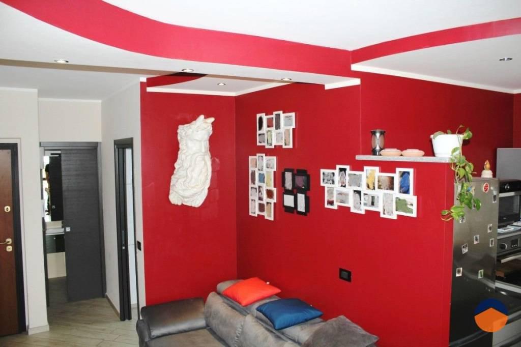 Appartamento in ottime condizioni in vendita Rif. 9155342