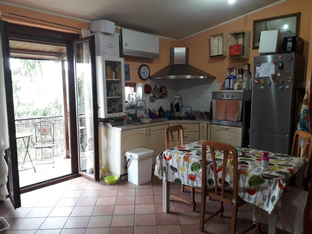 Appartamento in buone condizioni in vendita Rif. 8267426