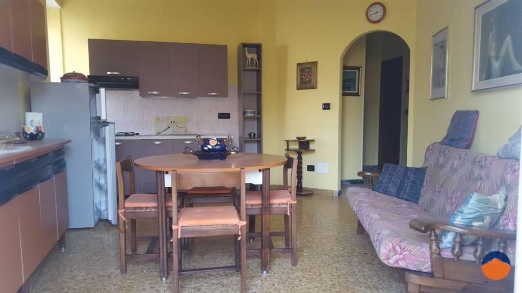 Appartamento in buone condizioni in vendita Rif. 9155335