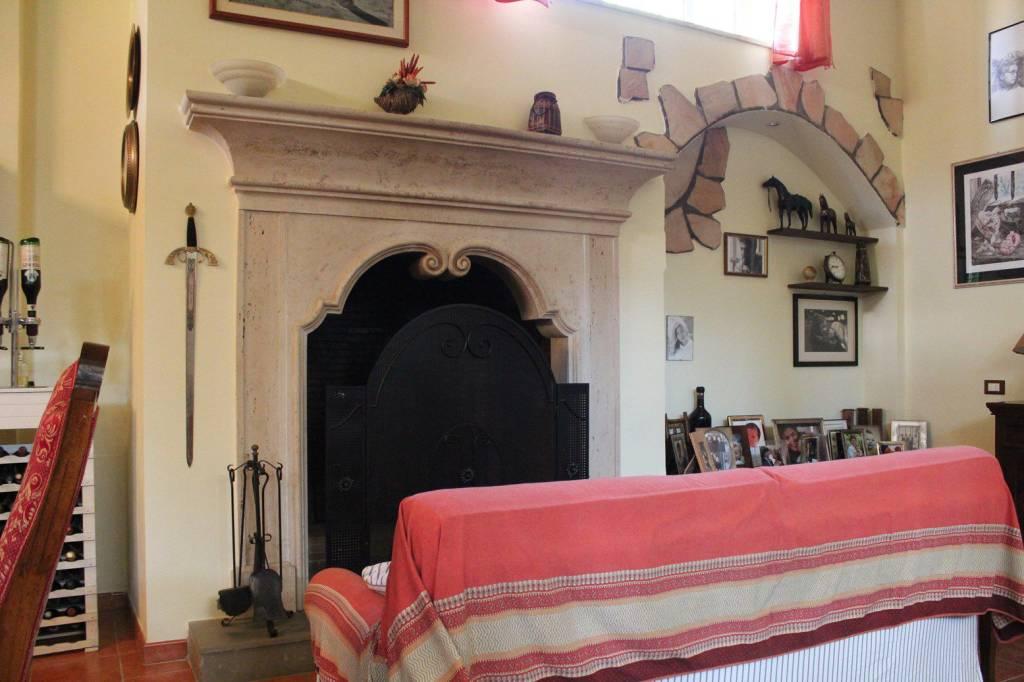 Villa in vendita 5 vani 210 mq.  via Dalmine 90 Roma