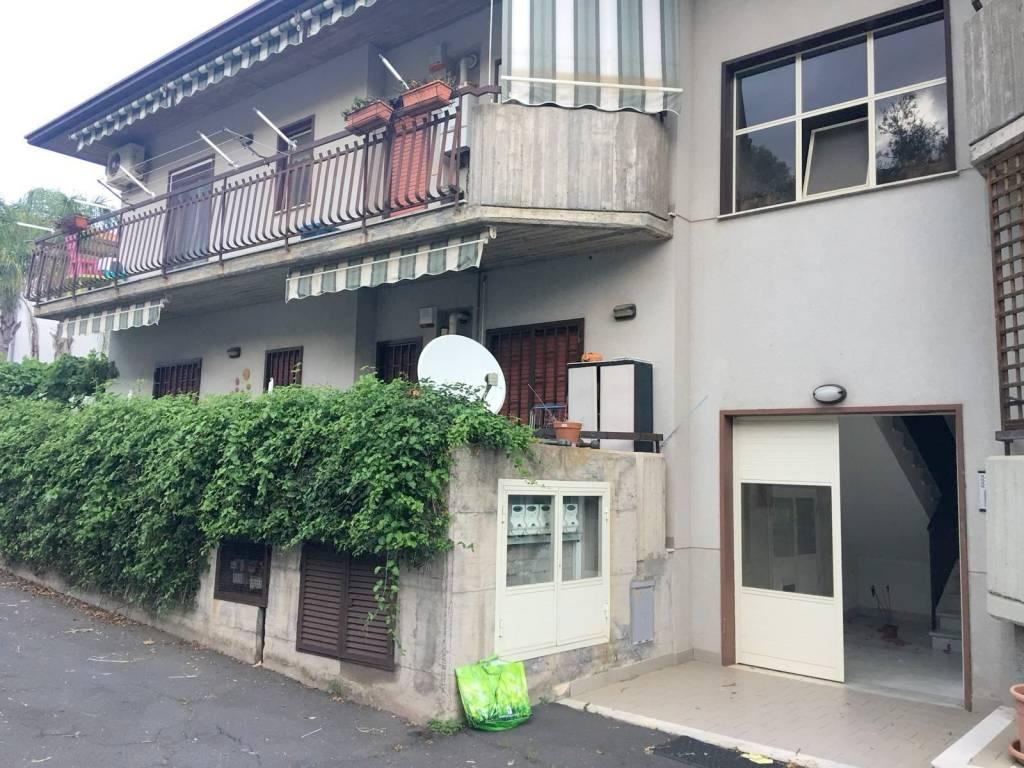 """3,5 vani+garage-Acicatena, via Vampolieri/""""Famila"""""""