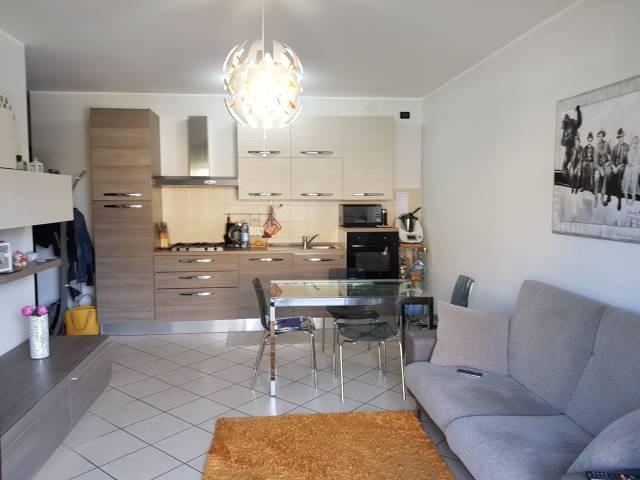 Appartamento in buone condizioni parzialmente arredato in vendita Rif. 7097270