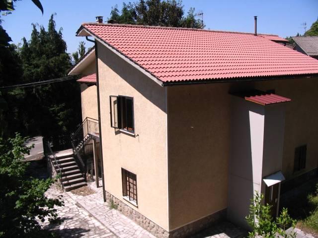 Villa in buone condizioni parzialmente arredato in vendita Rif. 7086092