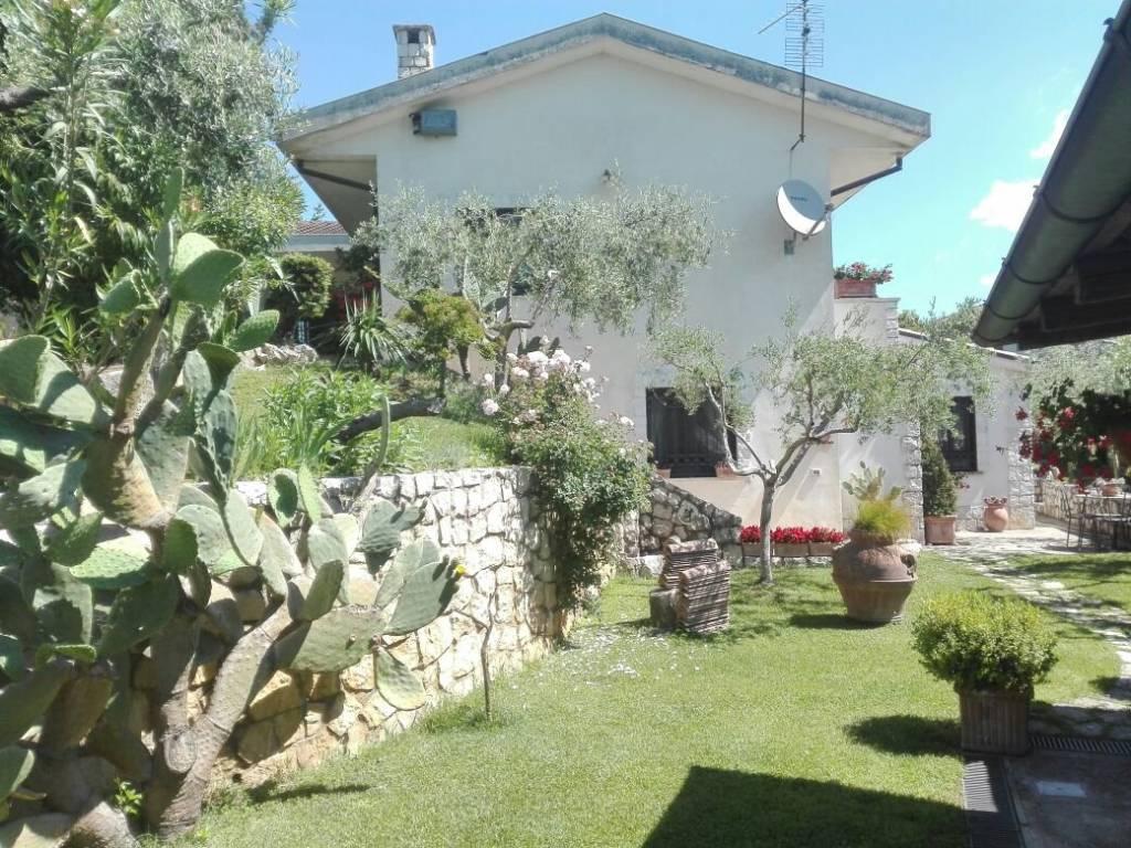 Prestigioso appartamento in villa con giardino a Cassino