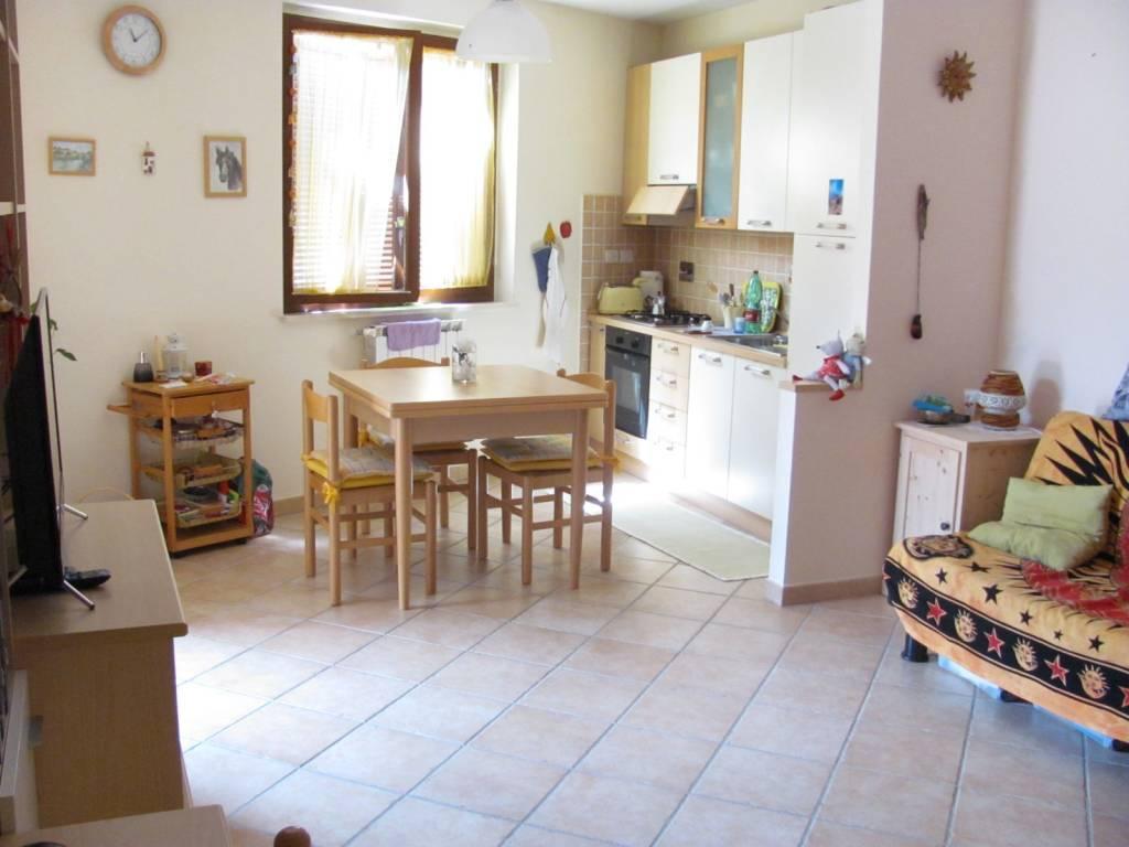 Appartamento in ottime condizioni in vendita Rif. 7096292