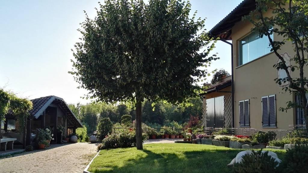 Villa in vendita a Arignano, 9 locali, prezzo € 620.000   CambioCasa.it