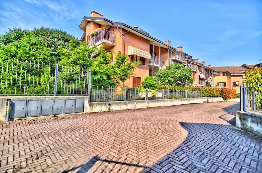 Appartamento in ottime condizioni in vendita Rif. 7083594