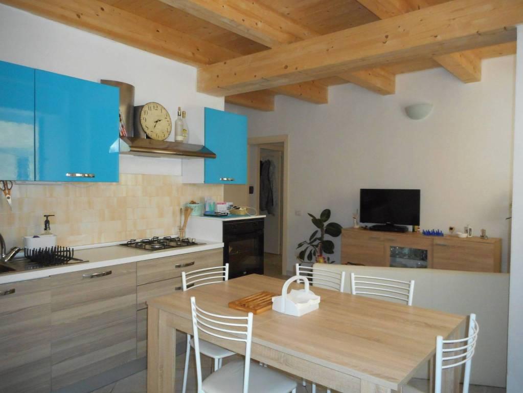 Appartamento in ottime condizioni arredato in affitto Rif. 7084224