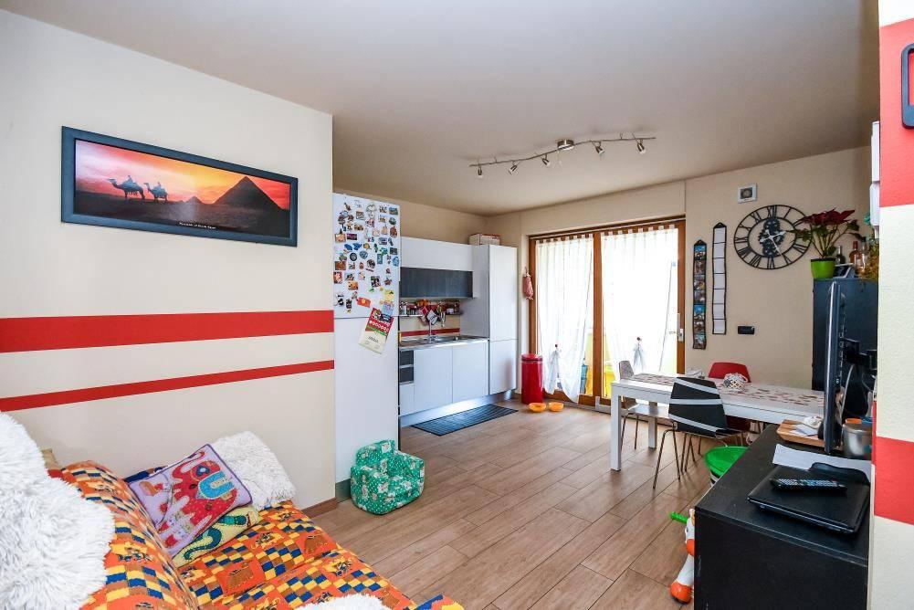 Appartamento in ottime condizioni in vendita Rif. 7084592
