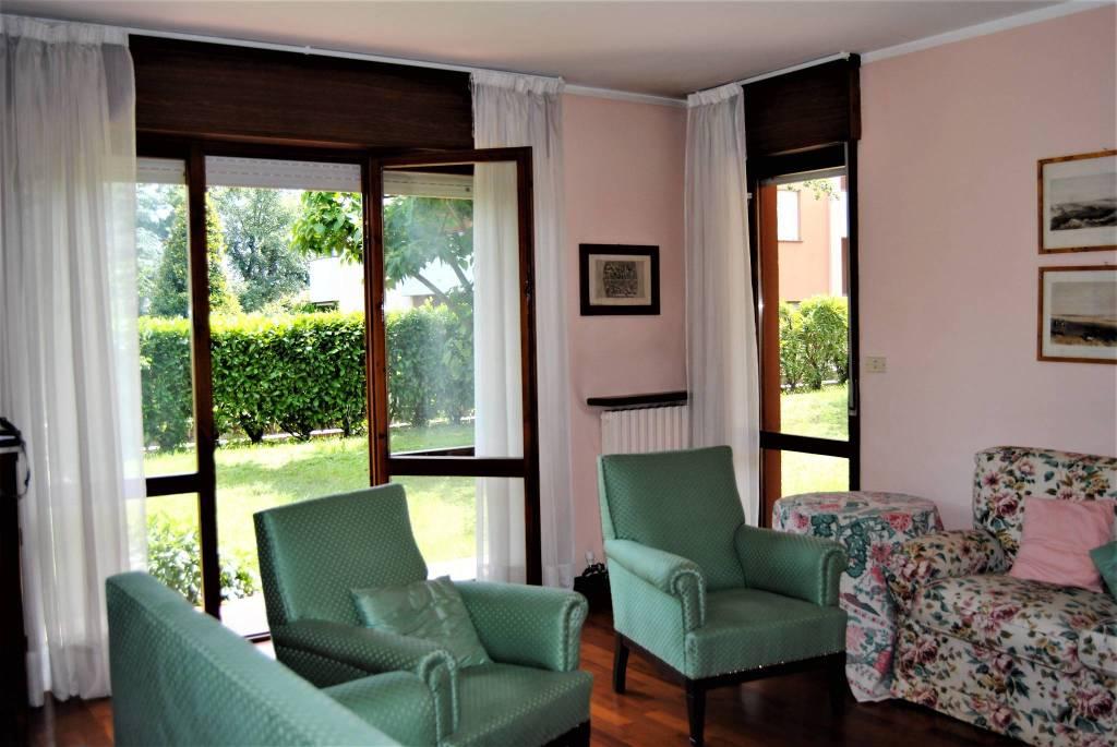Appartamento in ottime condizioni parzialmente arredato in affitto Rif. 7097254