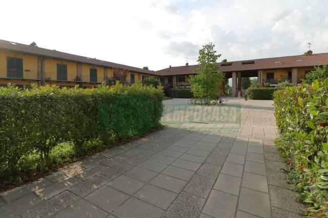 Appartamento in buone condizioni parzialmente arredato in vendita Rif. 7094805