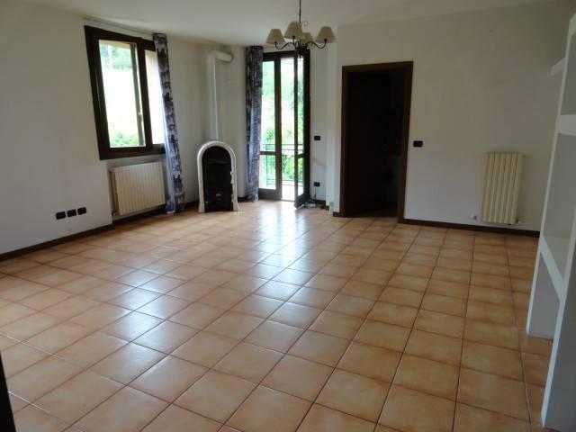 Appartamento in ottime condizioni in vendita Rif. 6708693