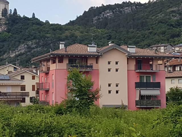 Appartamento in buone condizioni arredato in vendita Rif. 7085627