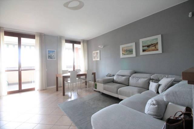 Appartamento in ottime condizioni in vendita Rif. 7082536