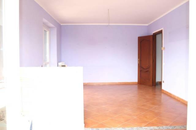 Appartamento in buone condizioni in affitto Rif. 4972261