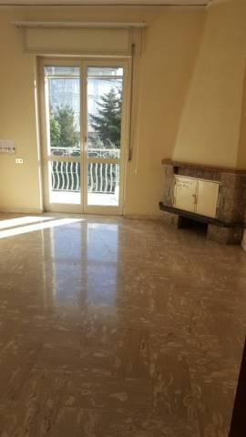 Appartamento in buone condizioni in affitto Rif. 7093365