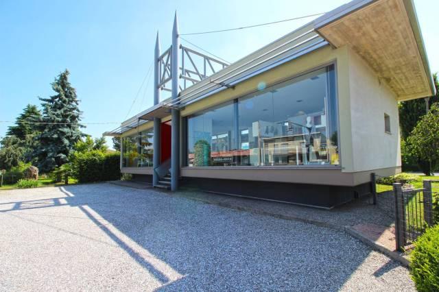 Negozio / Locale in affitto a Cermenate, 1 locali, prezzo € 1.200   CambioCasa.it
