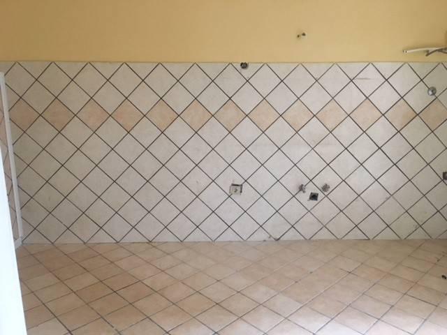 Appartamento in buone condizioni in affitto Rif. 8161310