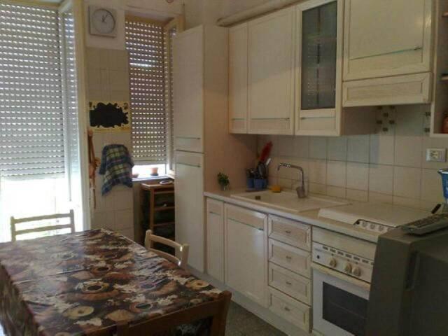 Stanza / posto letto in affitto Rif. 7092875
