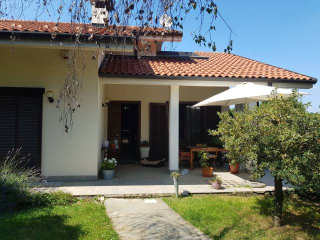 Porzione di villa con finiture di pregio - Pino Torinese