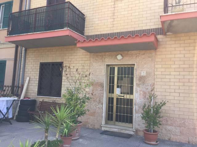 Appartamento in buone condizioni in affitto Rif. 7097682