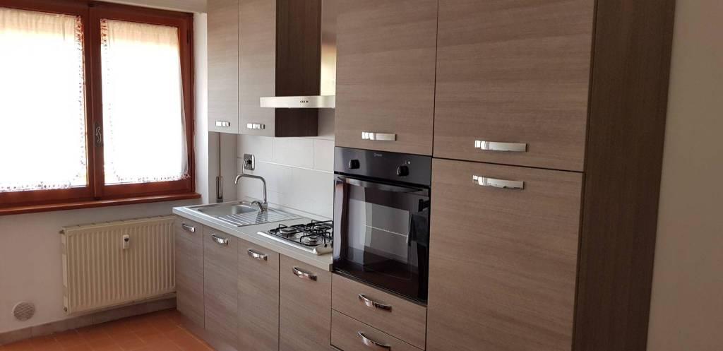 Appartamento in ottime condizioni parzialmente arredato in affitto Rif. 8550945