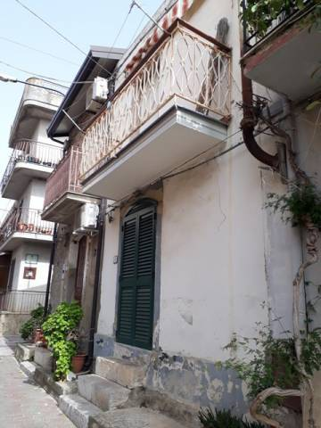 Appartamento in buone condizioni parzialmente arredato in vendita Rif. 7094256