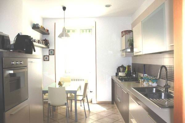Appartamento in vendita 5 vani 100 mq.  via Girolamo Santacroce Napoli