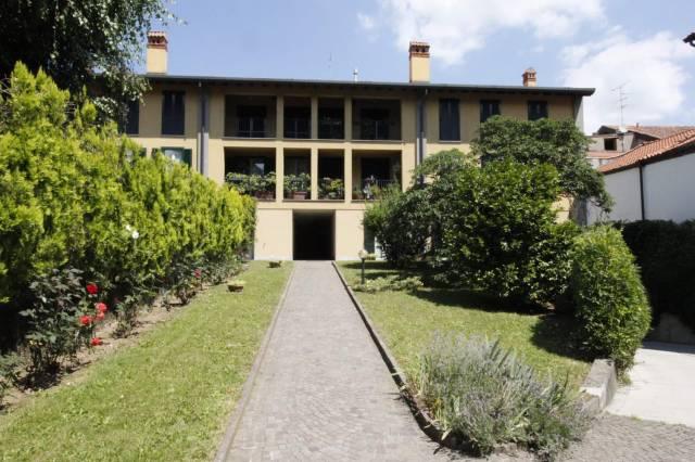 Appartamento in buone condizioni parzialmente arredato in vendita Rif. 7092654
