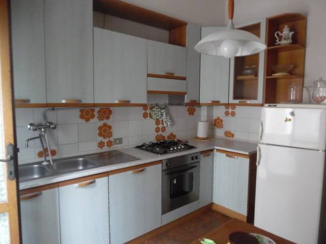 Appartamento in buone condizioni arredato in affitto Rif. 7093899