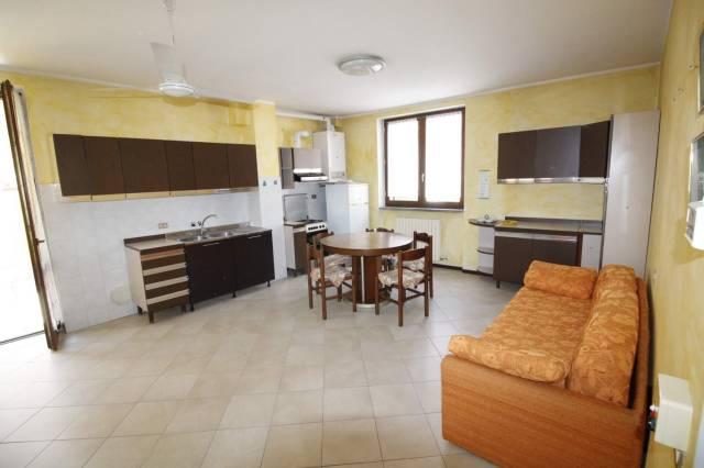 Appartamento in buone condizioni arredato in affitto Rif. 7092655