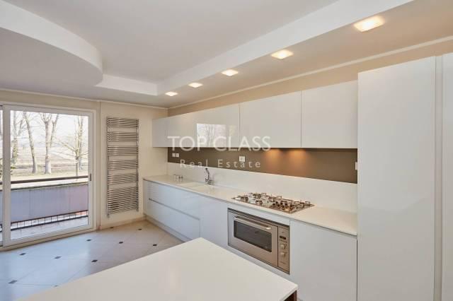 Villa in buone condizioni parzialmente arredato in affitto Rif. 7094491