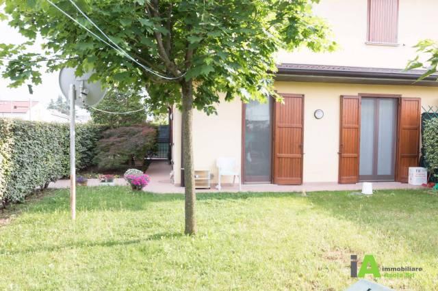 Appartamento in buone condizioni arredato in vendita Rif. 6449990