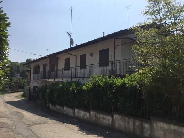 Villa in vendita a Canale, 7 locali, prezzo € 189.000 | CambioCasa.it