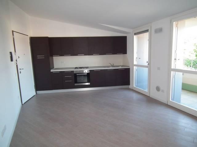Appartamento parzialmente arredato in affitto Rif. 7092656