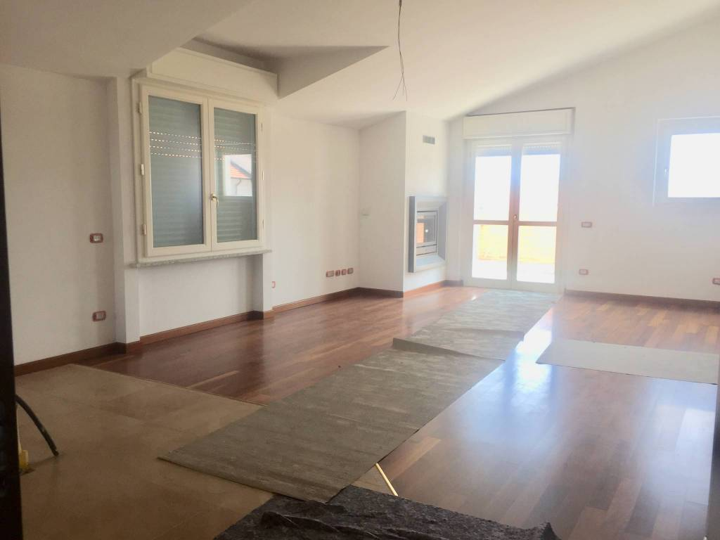 Appartamento trilocale in vendita a Vertemate con Minoprio (CO)