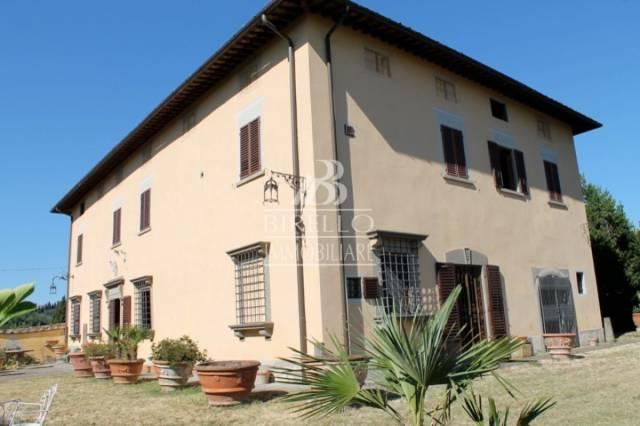 Villa in Vendita a Poggio A Caiano Centro: 5 locali, 980 mq