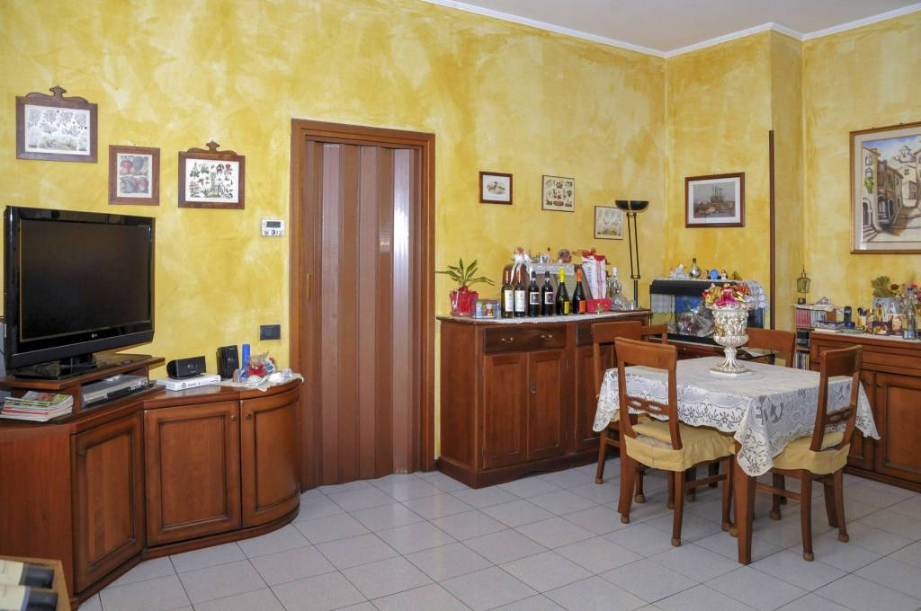 Appartamento in buone condizioni parzialmente arredato in vendita Rif. 7092901