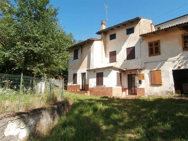 Rustico / Casale da ristrutturare in vendita Rif. 7123583