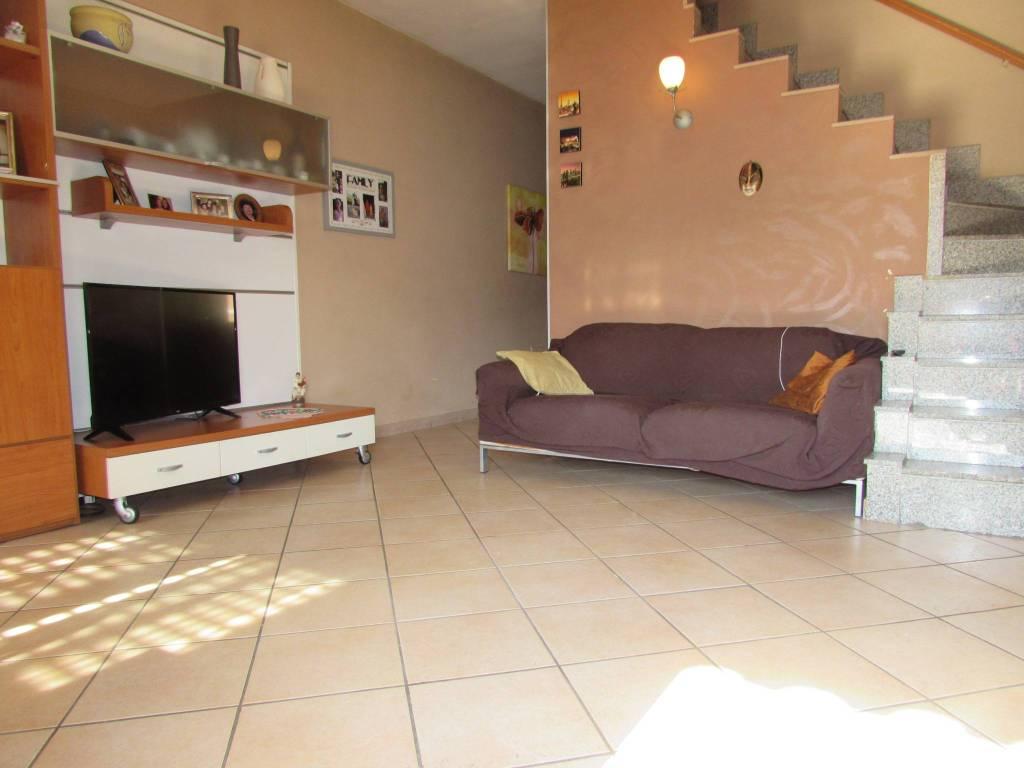 Appartamento in ottime condizioni in vendita Rif. 8413684