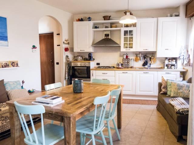 Appartamento in ottime condizioni in vendita Rif. 7092902