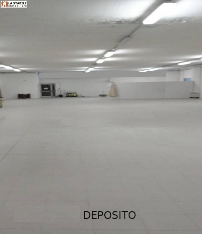 Magazzino - capannone in affitto Rif. 6888290