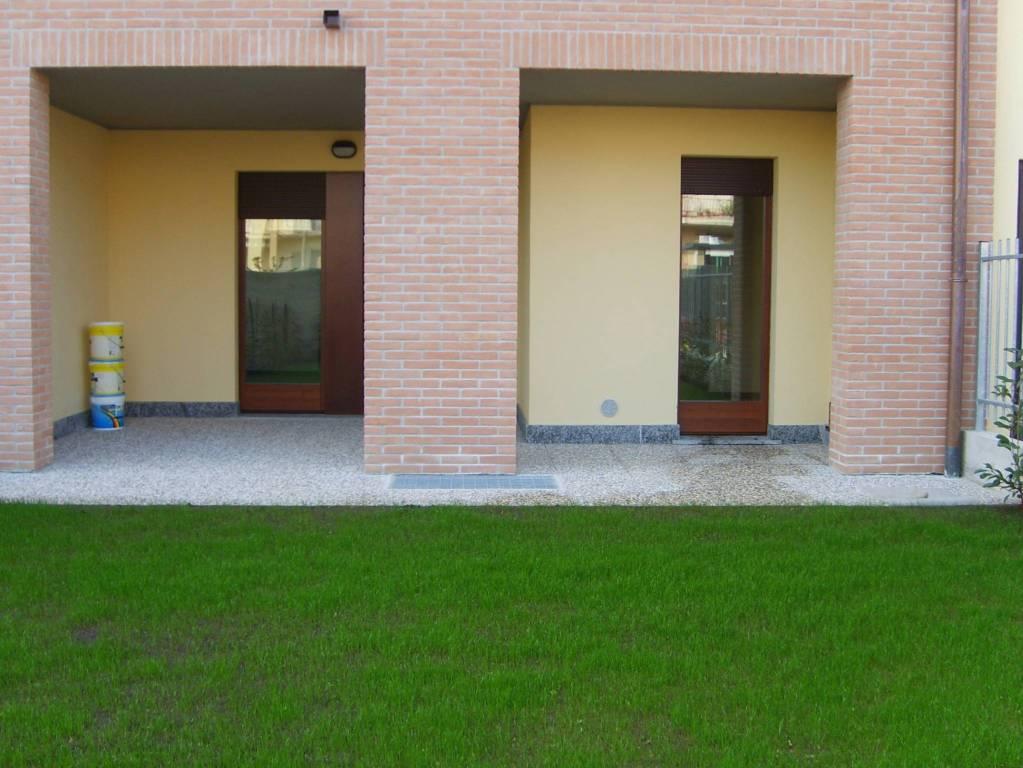 Appartamento in buone condizioni parzialmente arredato in affitto Rif. 7106033