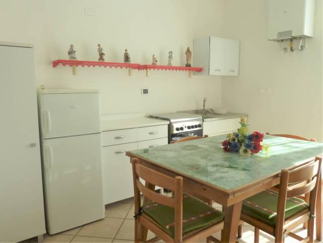 Appartamento in buone condizioni arredato in affitto Rif. 7106300