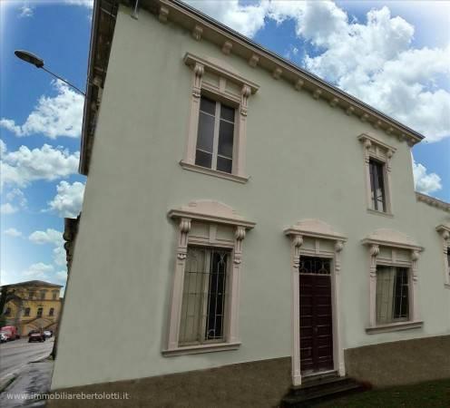 Appartamento in ottime condizioni in vendita Rif. 7110550