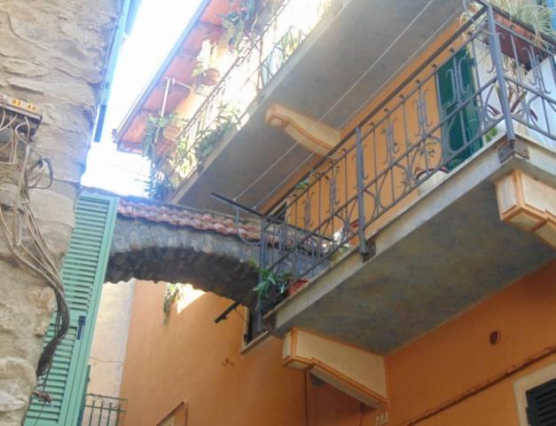 Appartamento in buone condizioni arredato in vendita Rif. 7107053