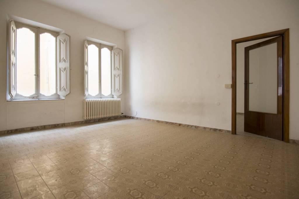 Appartamento da ristrutturare in vendita Rif. 7110306