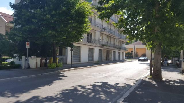 Chieti Scalo locali commerciali via Pescara