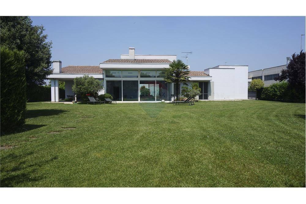 Villa in vendita a Leno, 6 locali, prezzo € 850.000 | CambioCasa.it